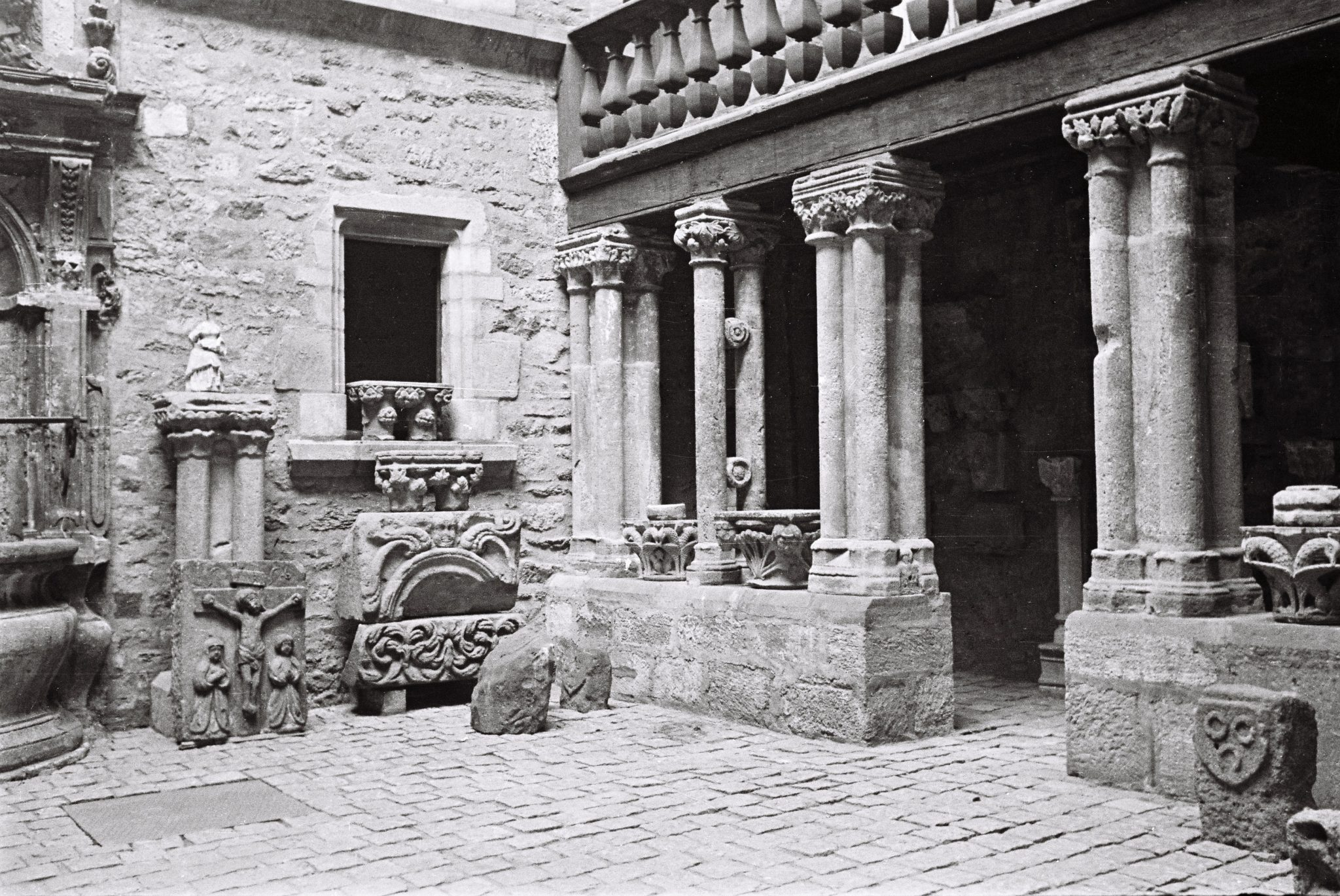 Cour de l'hôtel de Jouéry
