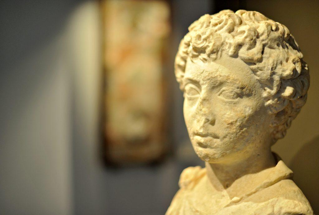 Buste de Marc-Aurèle, provenant de Rodez (rue Saint-Martin-des-Prés) IIe siècle