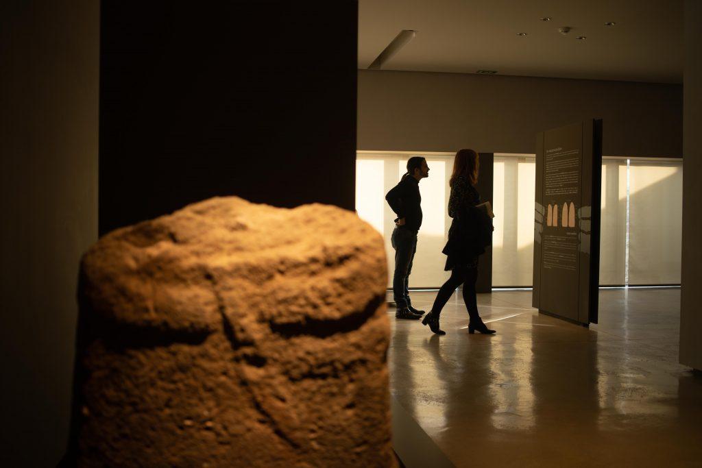 Salle des statues-menhirs © Vincent MC CLURE