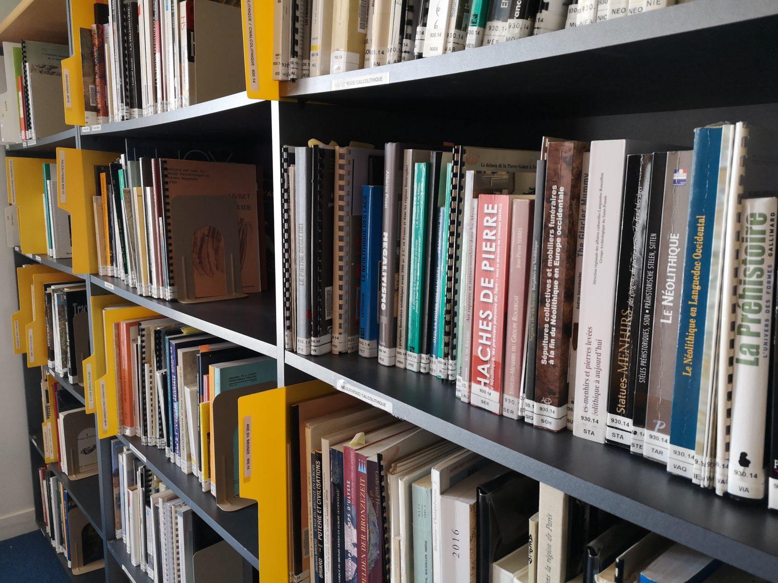 La bibliothèque du musée Fenaille