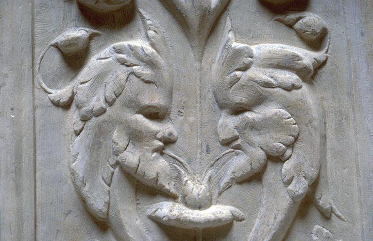 Détail du décor des clôtures de chœur de la Cathédrale de Rodez