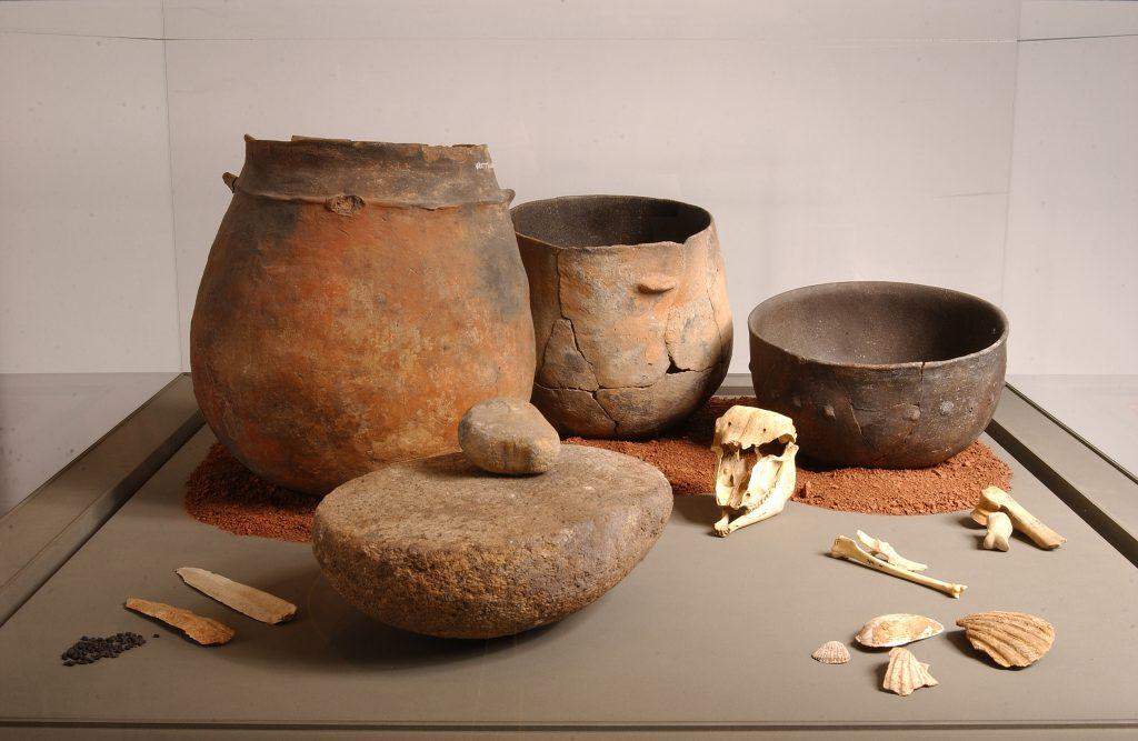 Céramiques provenant de Saint-Jean-et-Saint-Paul (grotte des Treilles), IIIe millénaire avant notre ère.