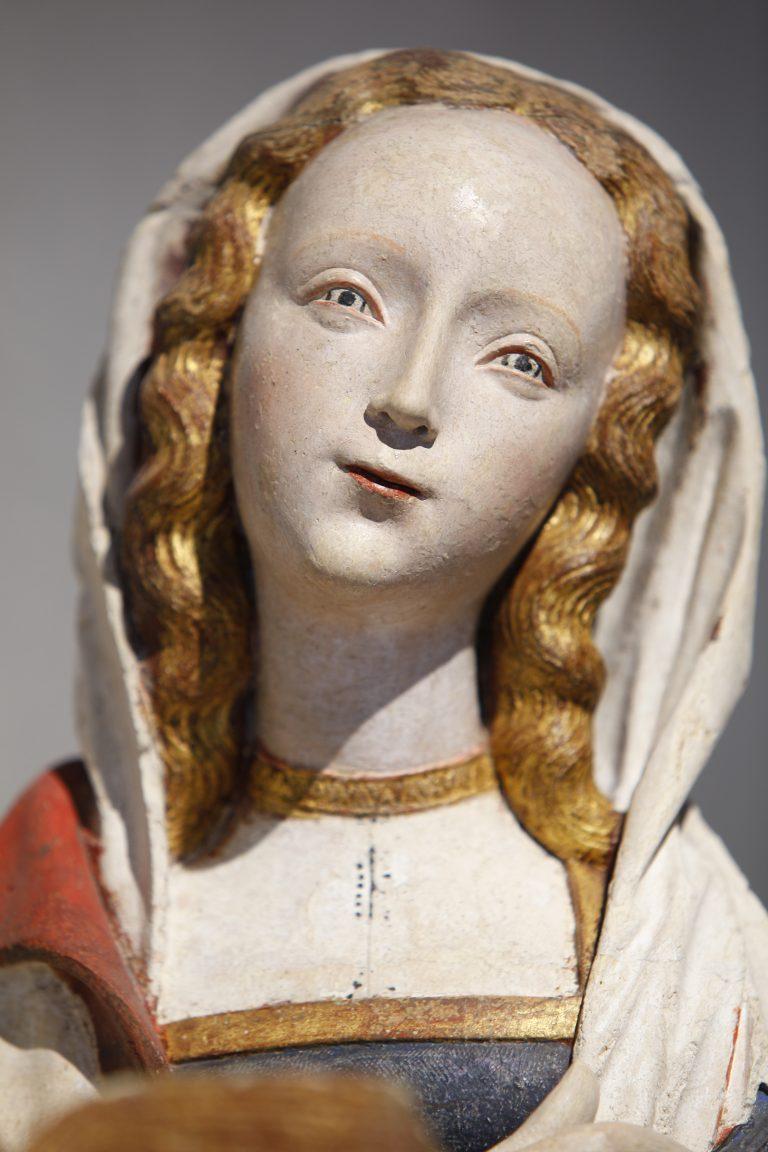 Vierge de l'Annonciation en calcaire polychrome