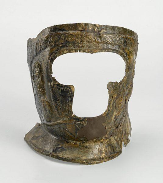 Casque à visage en laiton, découvert à Rodez (rue Béteille), première moitié du IIIe siècle.
