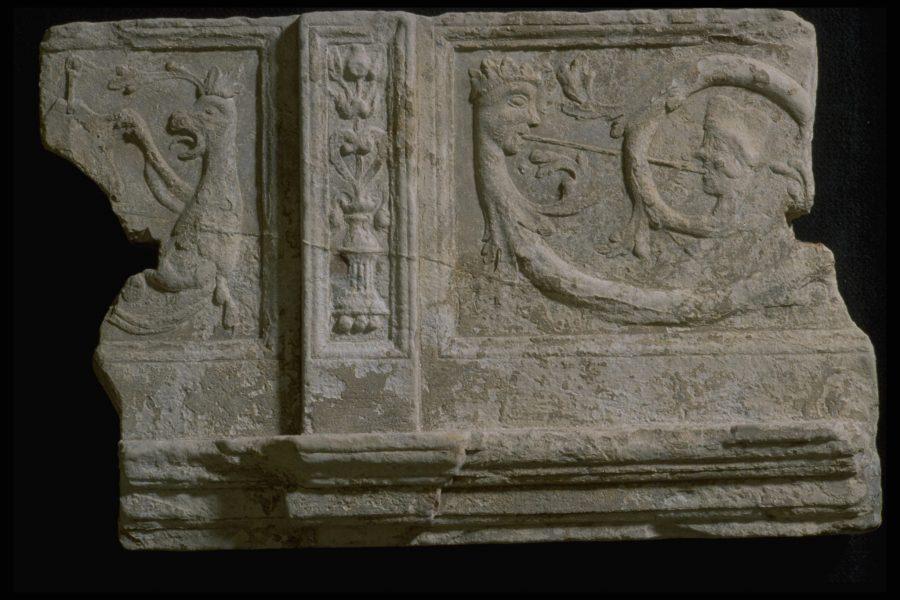Panneau sculpté en calcaire