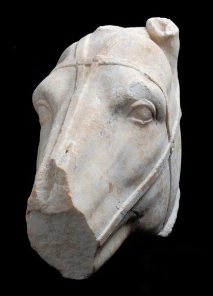 Tête de cheval en marbre